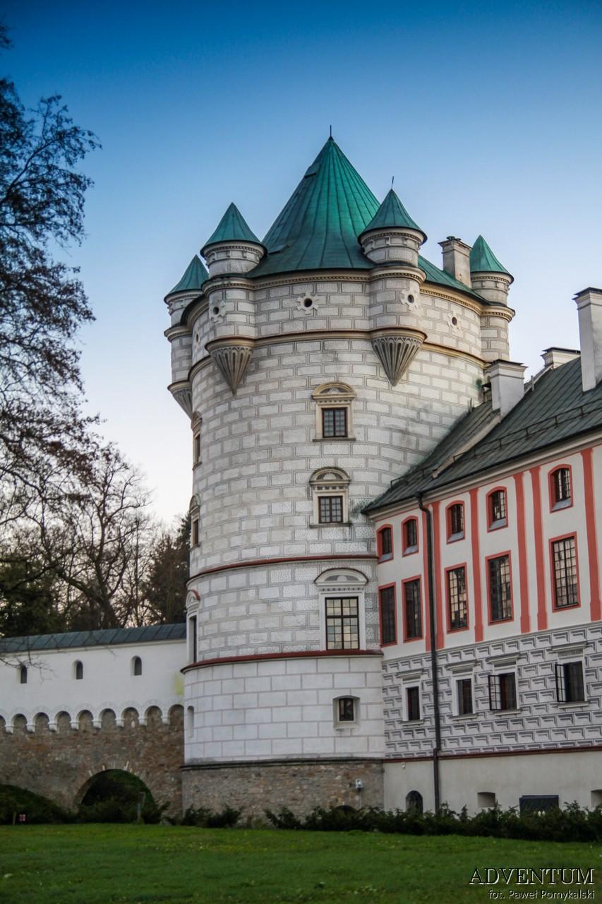 Krasiczyn zamek hotel noclegi park zwiedzanie zamek w krasiczynie baszta królewska