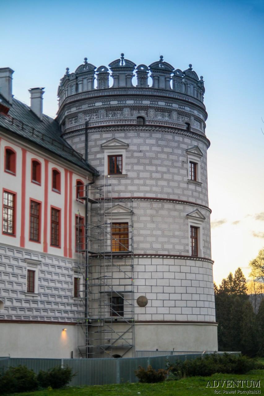 Krasiczyn zamek hotel noclegi park zwiedzanie zamek w krasiczynie baszta papieska