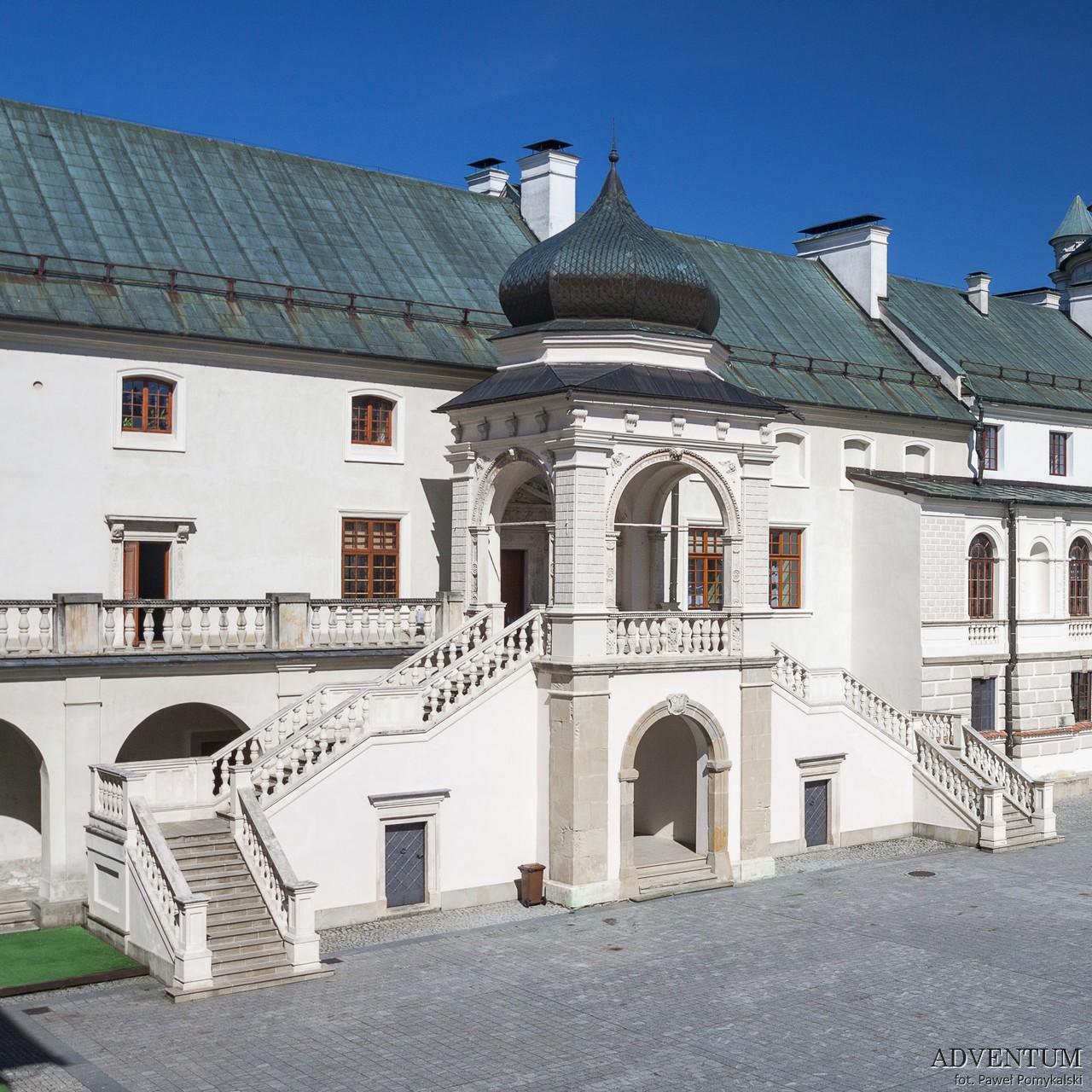 Krasiczyn zamek dziedziniec hotel noclegi park zwiedzanie zamek w krasiczynie