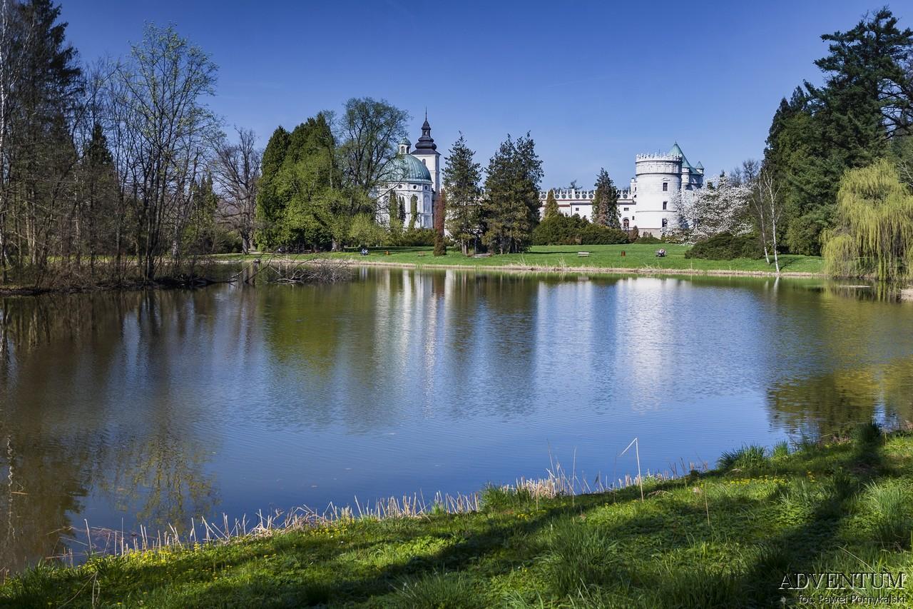 Krasiczyn zamek hotel noclegi park zwiedzanie zamek w krasiczynie jezioro