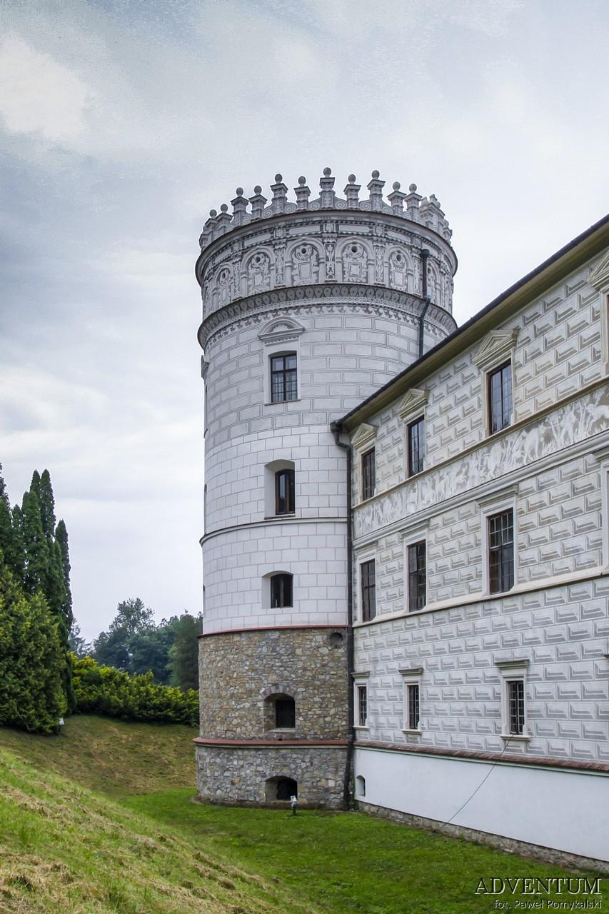 Krasiczyn zamek hotel noclegi park zwiedzanie zamek w krasiczynie baszta szlachecka