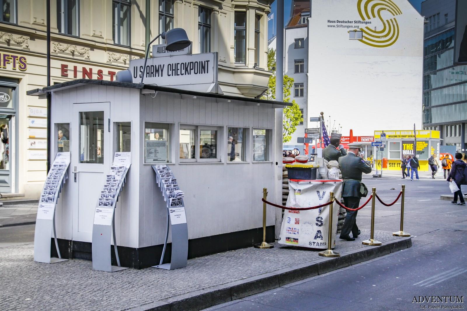 Mur Berliński, Berlin, Niemcy, Ciekawostki, Dlaczego powstał, co miał na celu Checkpoint Charlie