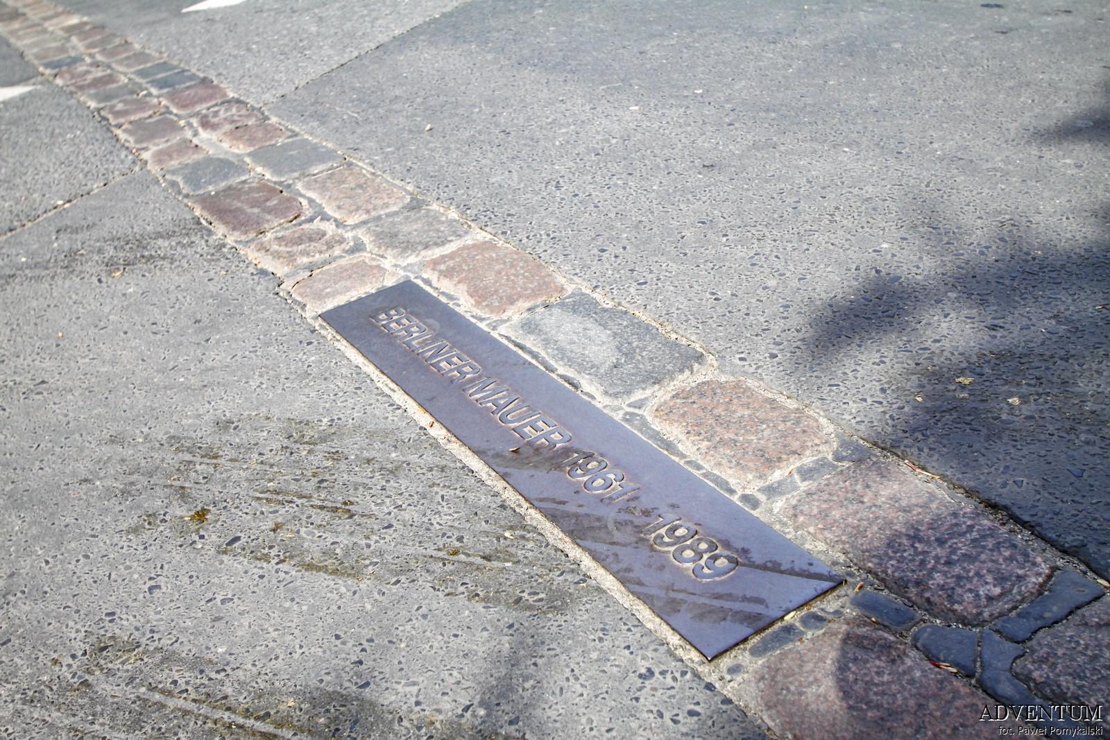 Mur Berliński, Berlin, Niemcy, Ciekawostki, Dlaczego powstał, co miał na celu ślad