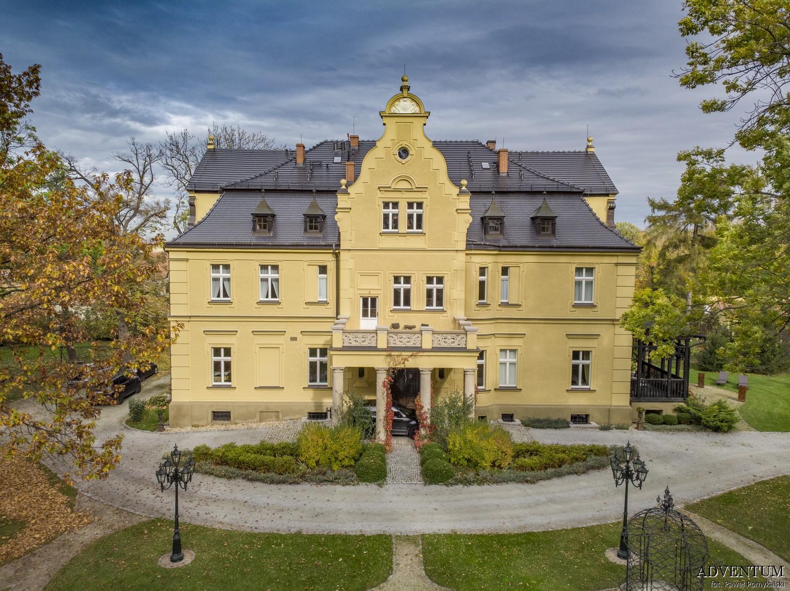 Gruszów pałac dolny śląsk świdnica hotel noclegi fasada