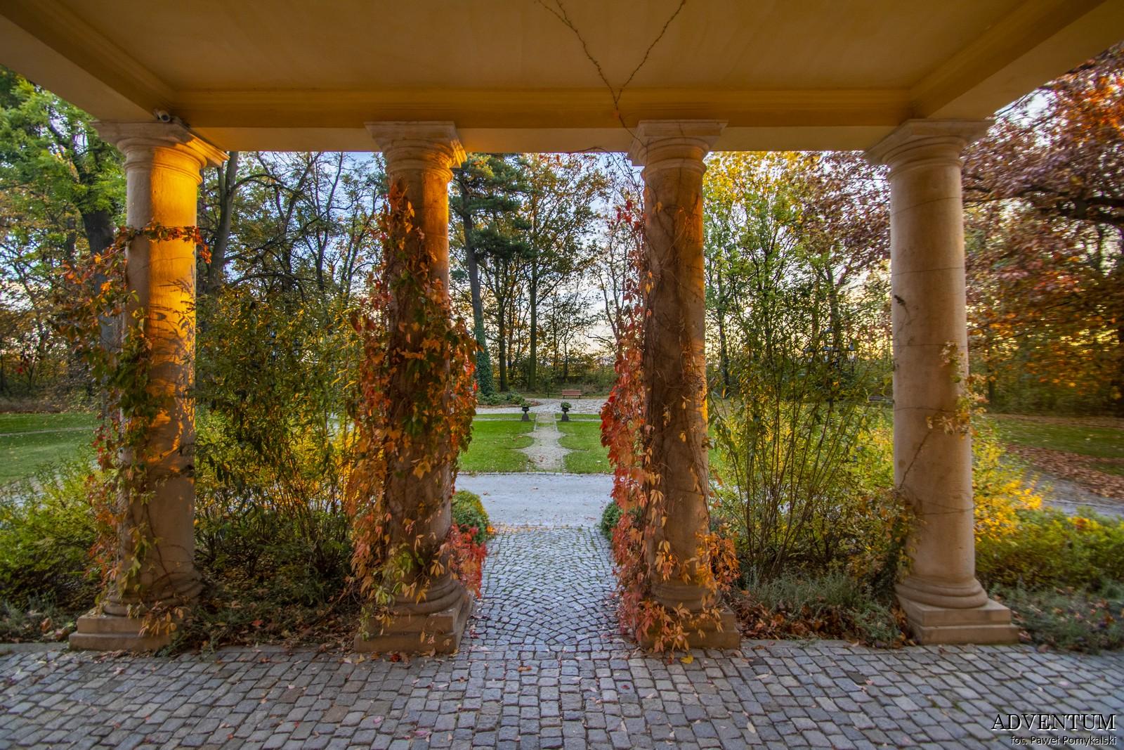Gruszów pałac dolny śląsk świdnica hotel noclegi wnętrza apartament portal