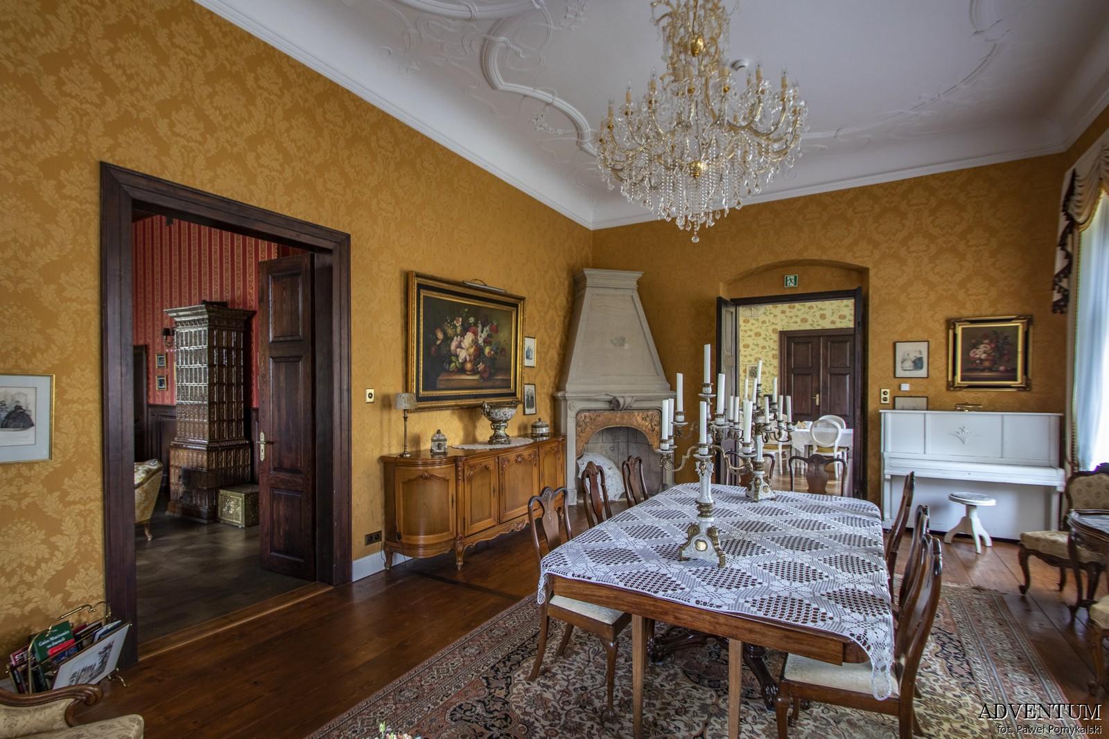 Gruszów pałac dolny śląsk świdnica hotel noclegi wnętrza apartament kominek