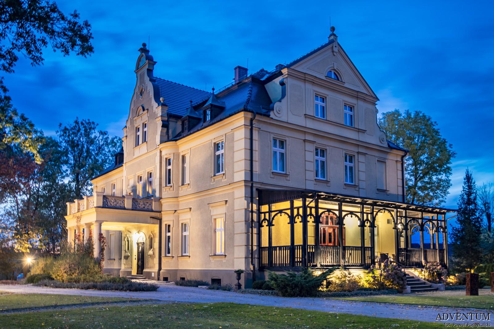 Gruszów pałac dolny śląsk świdnica hotel noclegi wnętrza apartament wieczorem