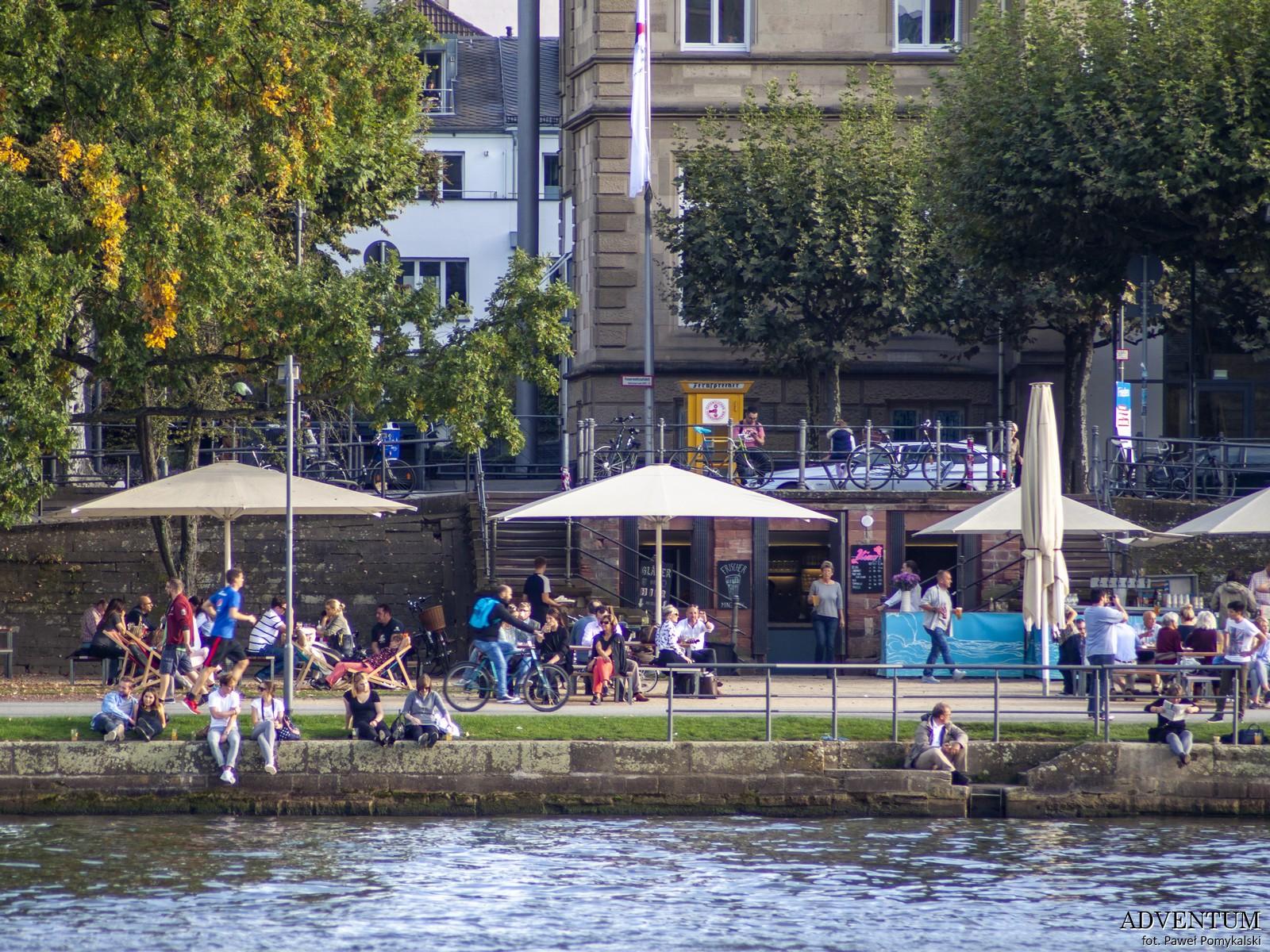 życie miasta nad rzeką